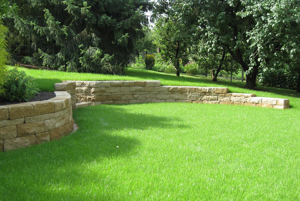 Mauern garten raumteiler gartengestaltung for Gartengestaltung verschiedene ebenen
